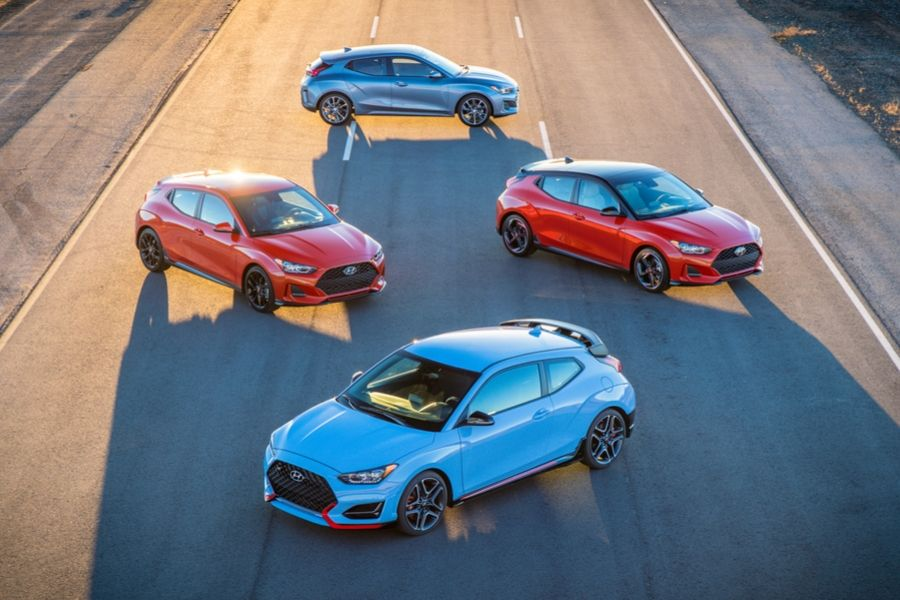 Different 2020 Veloster models in diamond on road