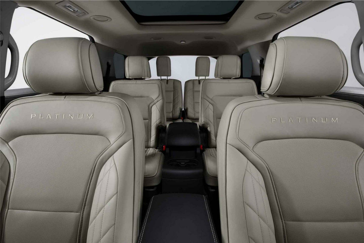 A view of the three rows of seating in the 2018 Ford Explorer