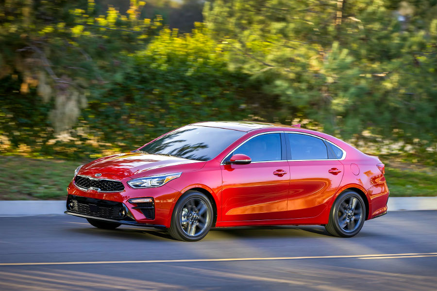 2019 kia forte front view in red