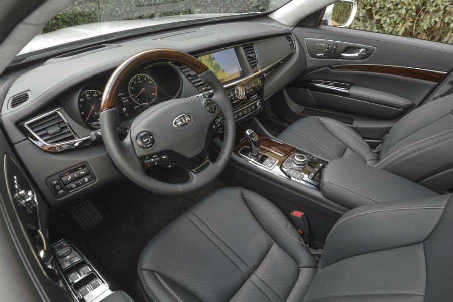 front seat in 2017 kia k900 with infotainment system