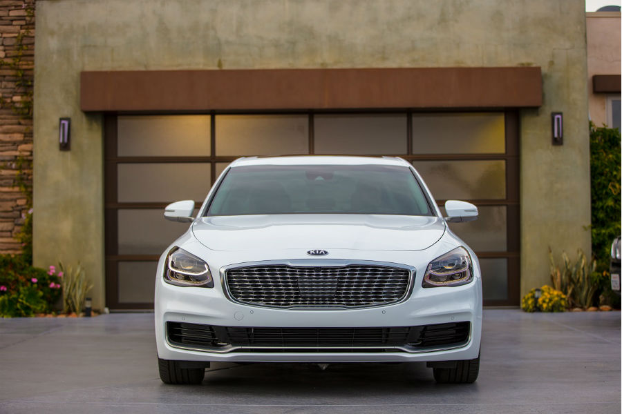 2019 kia k900 in front of a garage with grille and fascia primary foci