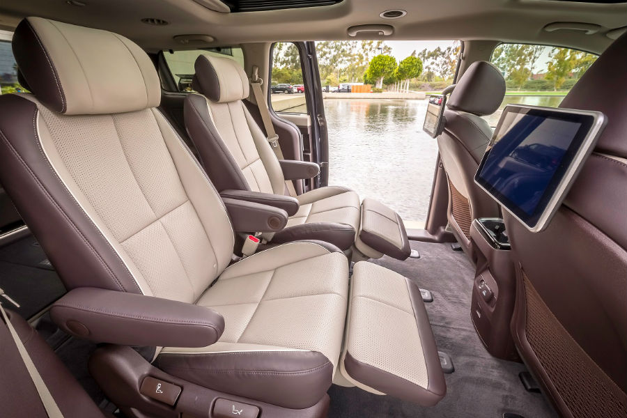 reclining captains chairs on the 2019 kia sedona