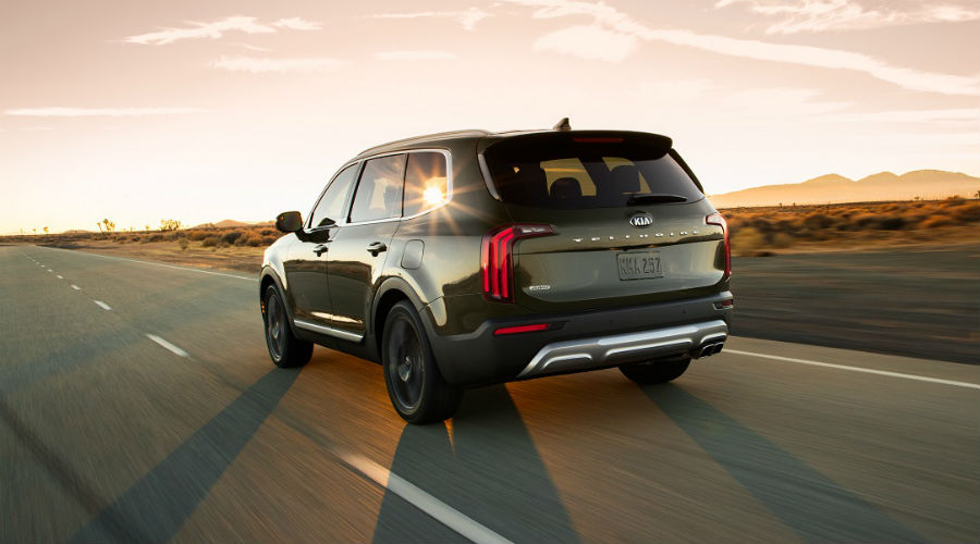 rear three-quarter image of 2020 kia telluride driving on a road in clearwater florida