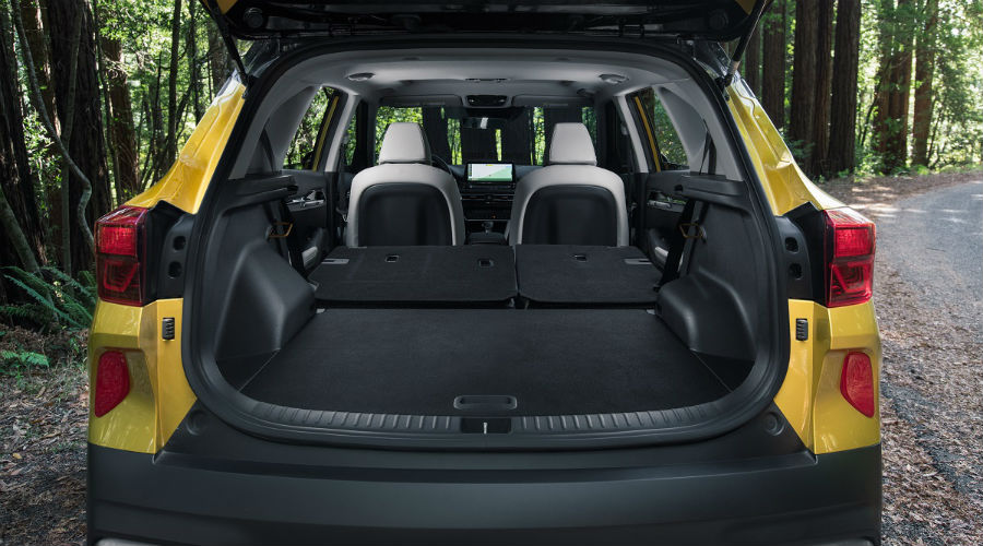 storage in 2021 kia seltos with the seats down and folded
