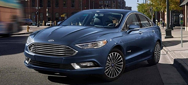 2018 Ford Fusion blue side view