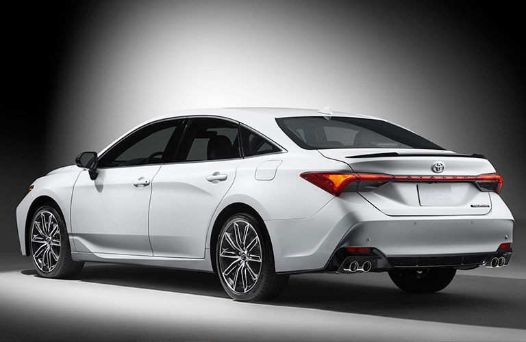 Rear and Side View of the 2019 Toyota Avalon in White