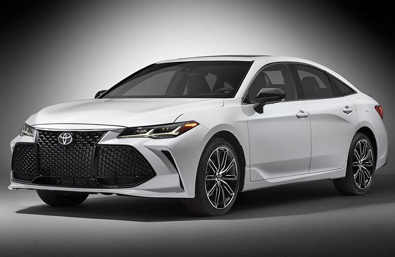 Front End and Side View of the 2019 Toyota Avalon