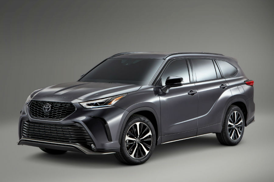 A front-left quarter photo of the 2021 Highlander XSE.