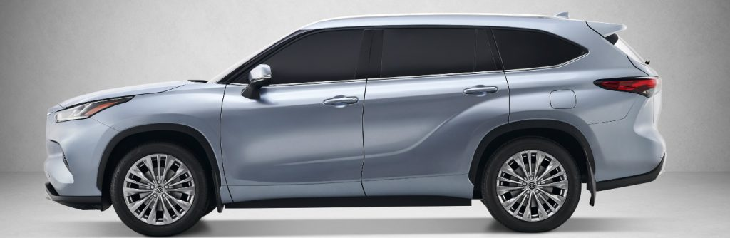 Side view of silver 2020 Toyota Highlander